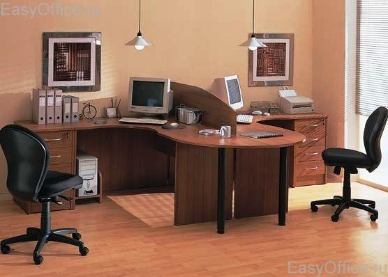 v-ofise-na-stole-foto